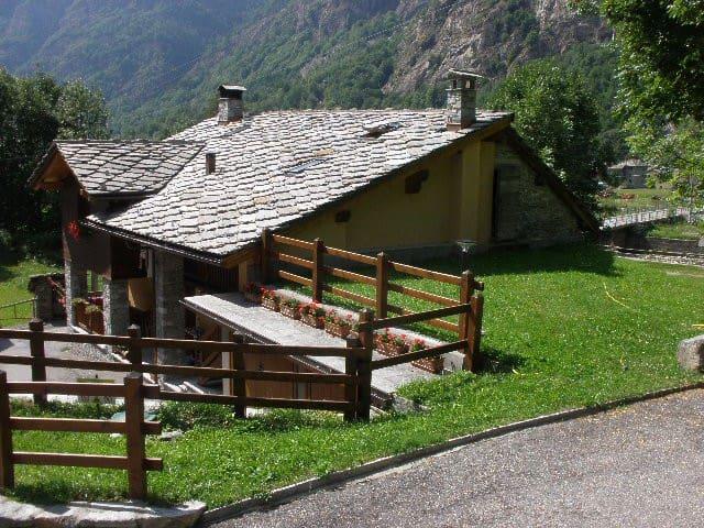 Issime - Valle di Gressoney appartamento trilocale - Issime - Wohnung
