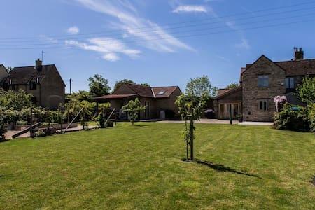 Idyllic Cotswold Barn near Bath/M4. - Dodington - Bed & Breakfast