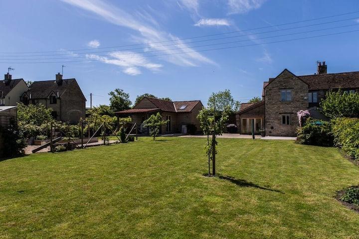 Idyllic Cotswold Barn near Bath/M4.