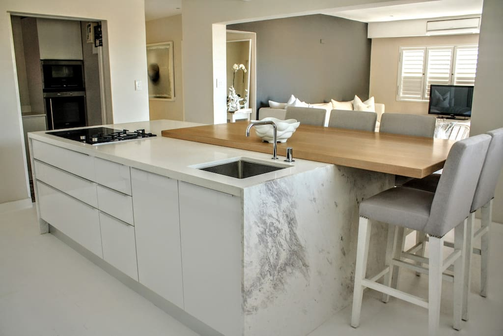 Light and airy bantry bay apartment flats for rent in for Kitchen lights cape town