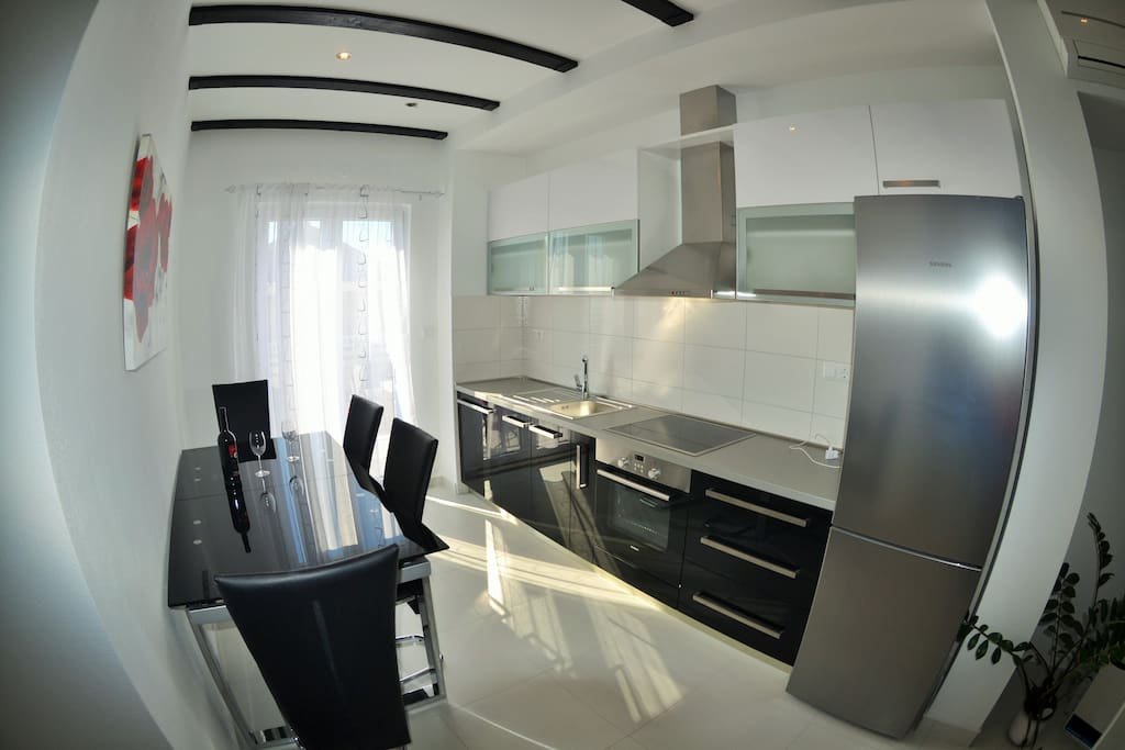 Kitchen with dining zone