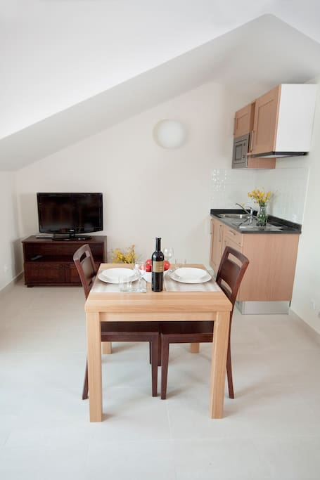 Lovely kitchenette with dining area for 2.