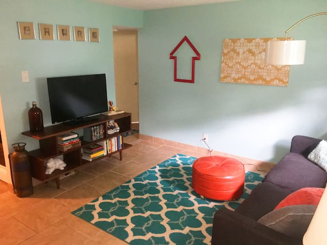 Cool, remodeled, eclectic one-bedroom. Bring Pets!