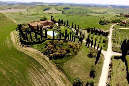 Flat in a farmhouse with pool in Tuscany