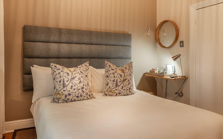 Antrim Villa - Double Room 3