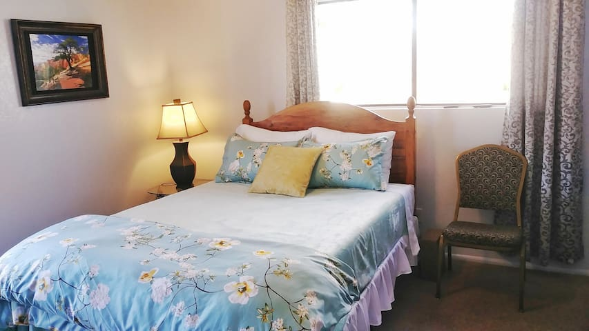 *Blossom Suite* 20 Miles Zion/Several Amenities!!!