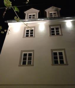 Neu saniertes Ferienhaus im Herzen des Rheingau - Oestrich-Winkel - Casa