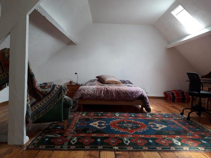Grande chambre dans longère au calme