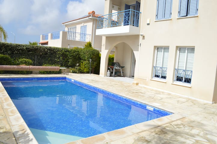Modern 3 bedroom villa with private pool