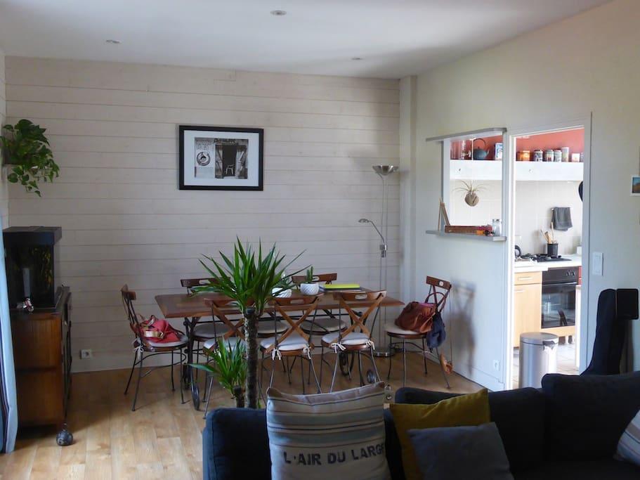 chambre priv e au calme et proche centre ville case in affitto a brive la gaillarde nouvelle. Black Bedroom Furniture Sets. Home Design Ideas