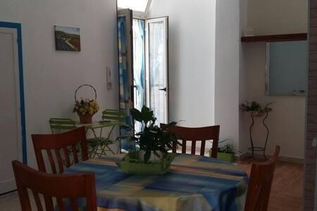 INTERNO B  loft a 2 passi da tutto - Bed & Breakfast