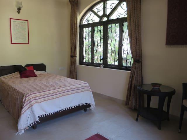 Bed and Breakfast in Corjuem Villa - Red Room - Aldona - Wikt i opierunek