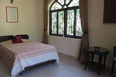 Bed and Breakfast in Corjuem Villa - Red Room - Aldona