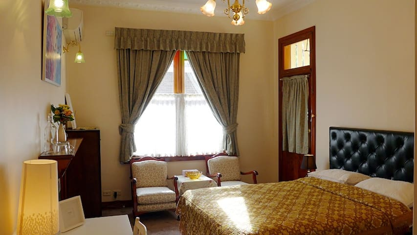 Riverfront luxurious room A03 near by Bay reserve