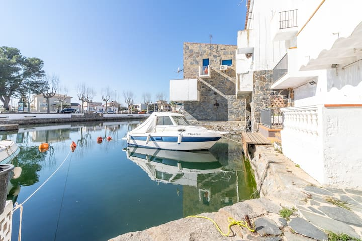 154-Fisherman's house in Empuriabrava,  with boat mooring 7 m-154