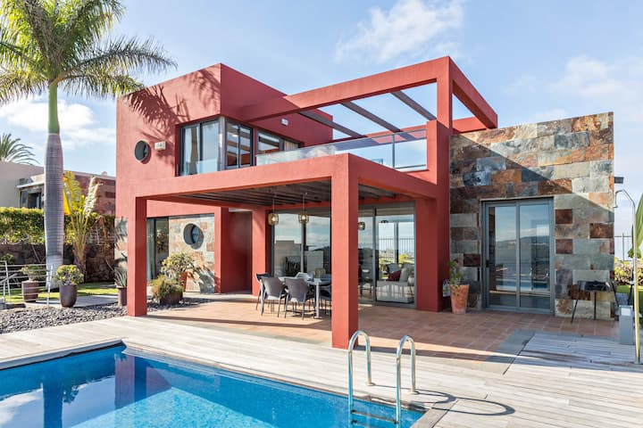 Las Terrazas Villa 3 with Sea View, Wi-Fi, Pool, Garden & Terraces; Parking Available