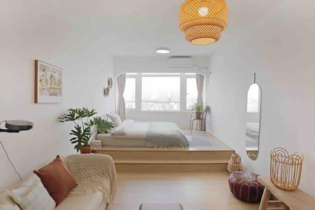 【朴宿·褐里】市中心滨江公园旁,180度无遮挡江景,一米八大床,高端床品,带VIP坚果投影