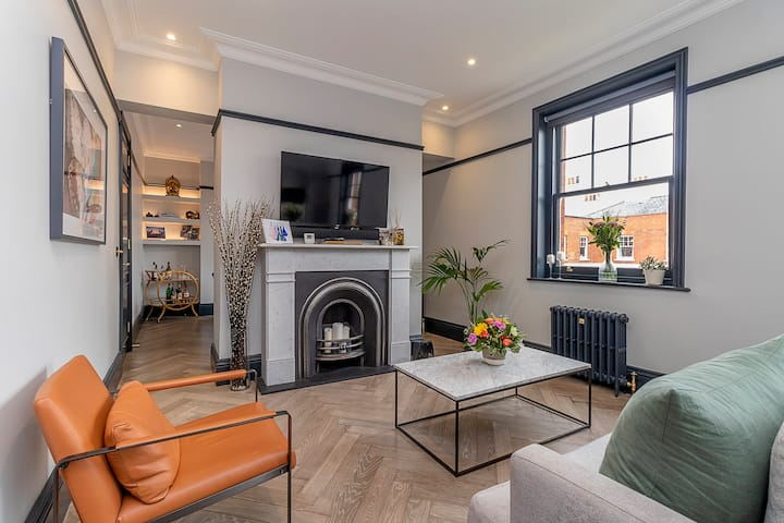 Luxurious two bed penthouse close to the tube