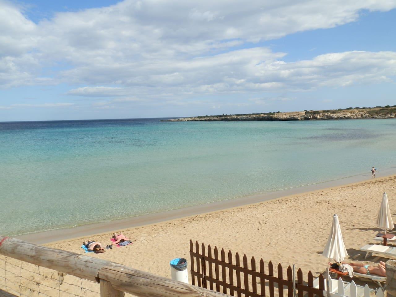 la spiaggia Arenella a 1500 metri dall alloggio. Siracusa centro a 6 km autobus di linea