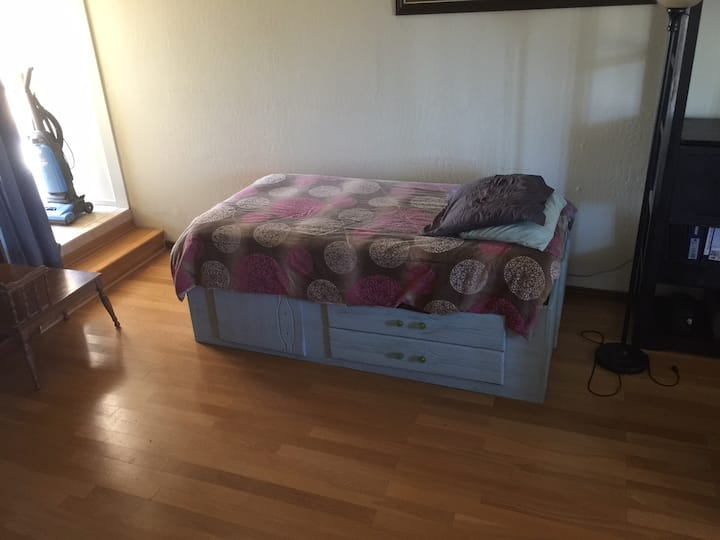 Large Room with 2 Twin beds