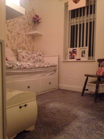 Warm and welcoming room in Bootle - Bootle - Hus