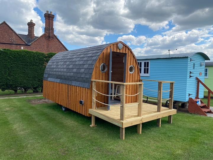 Glamping Pod with Ensuite and Kitchenette