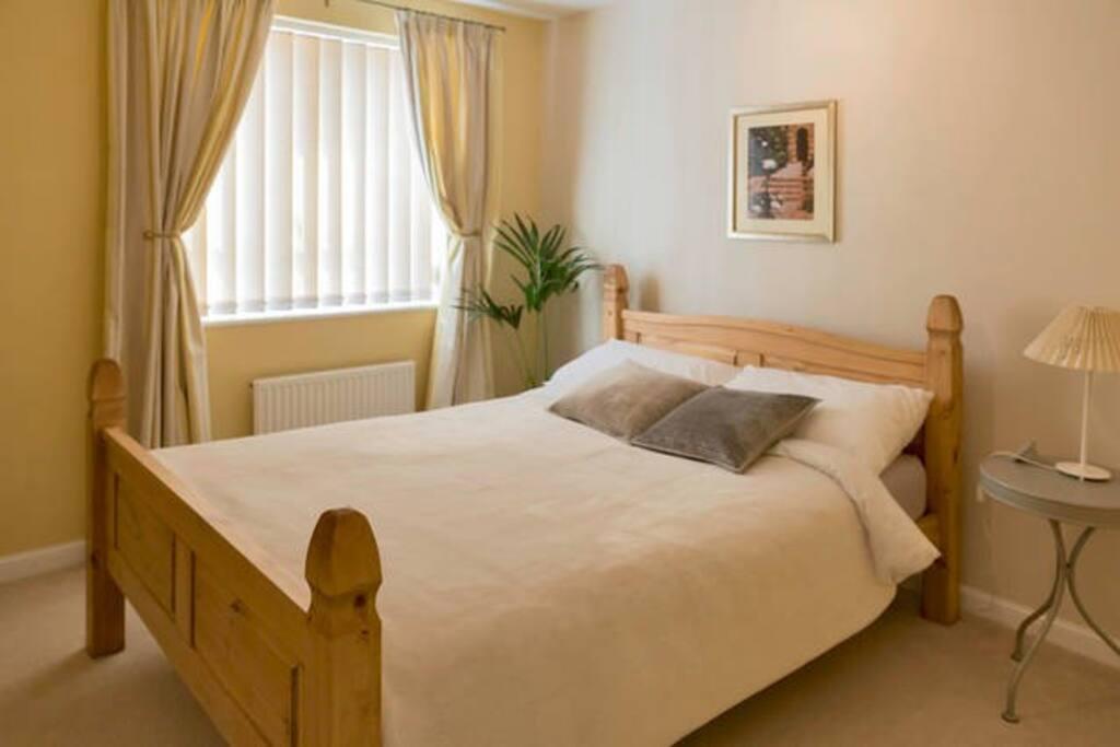 Comfortable, quiet guest bedroom