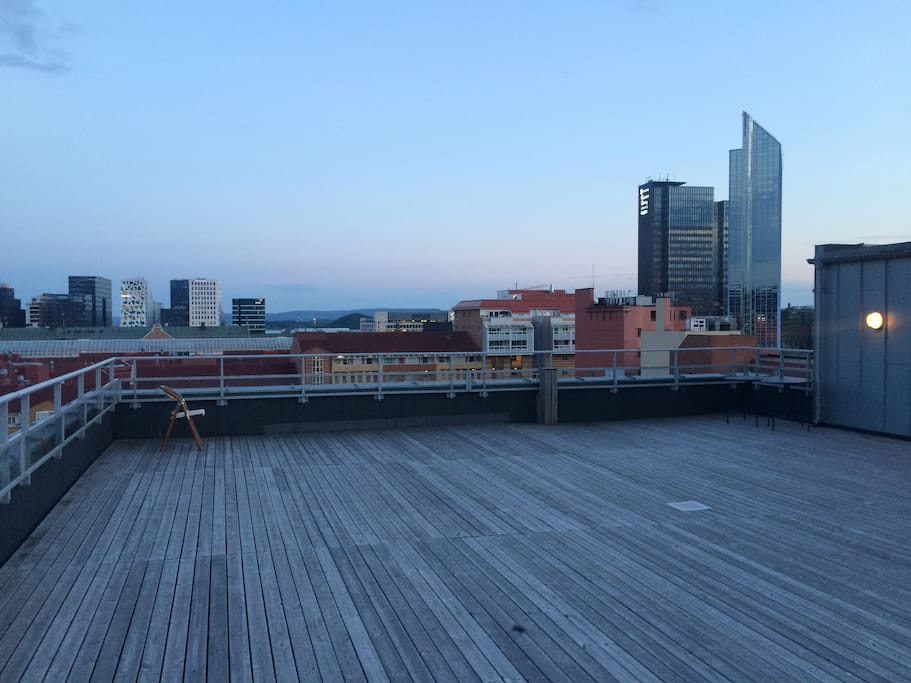 Free access to rooftop at 10th floor