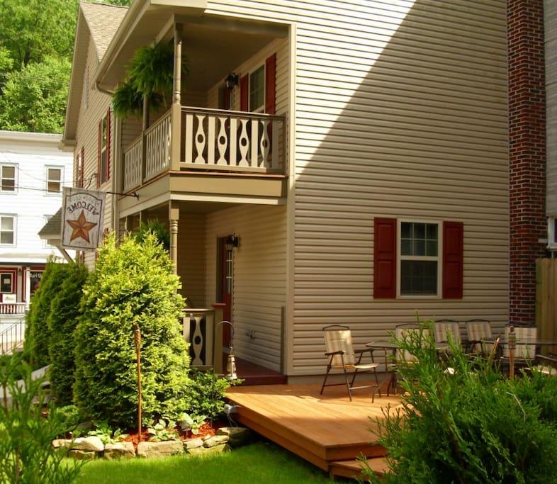 Nice deck and backyard