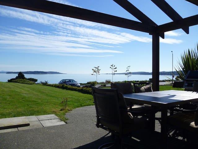 Lara's Seaside House - Sidney - Casa