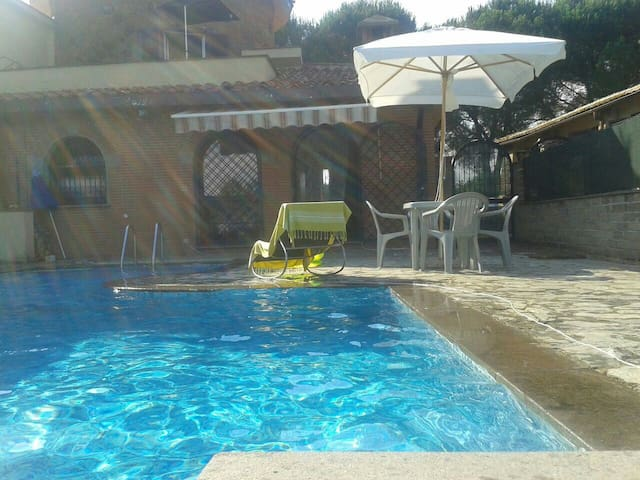 Casa con piscina - santa procula Pomezia Roma - Ev