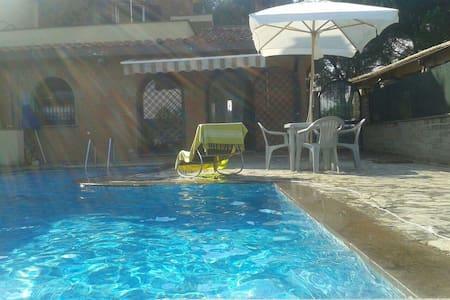Casa con piscina - santa procula Pomezia Roma