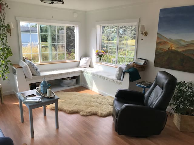 Cottage by the sea! Perfect for families!!
