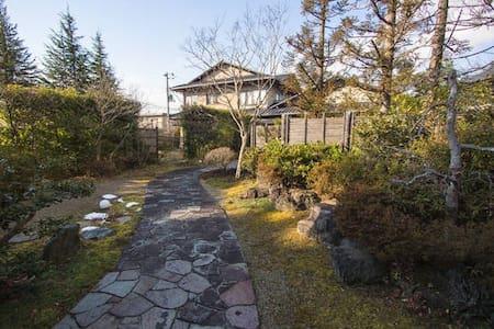 とても美しい日本家屋の素敵な地下室!! - Kurokawagun - Hus