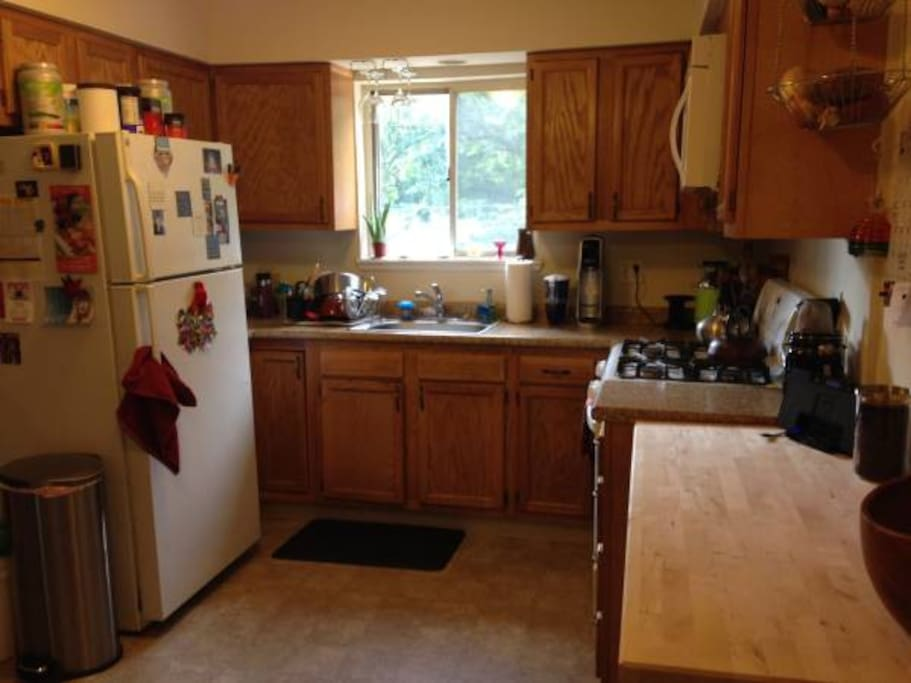 Great kitchen for cooking, gas stove.