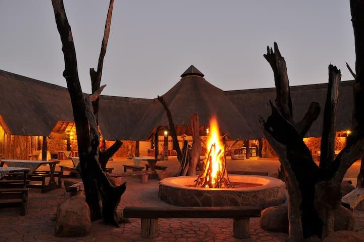 Kwalata Lodge - Two-Bedroom thatched log cabins