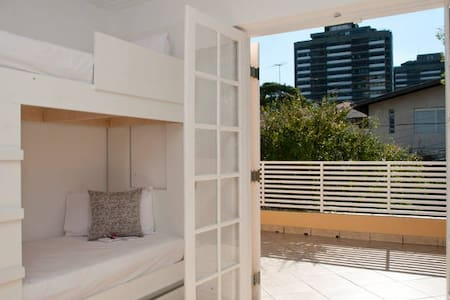 Dormitório Misto 6 Camas + Varanda