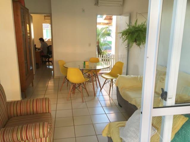 Quarto e banheiro (suite) para até 3 pessoas - Foz do Iguaçu - Condominium