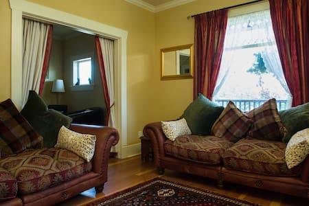 Luxury room in heritage home 2 - New Westminster