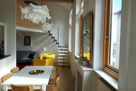 A charming & bright apartment  in a quiet area