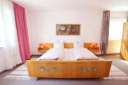 Gästehaus Huber - 3er Zimmer Triple - Feichten - Talo