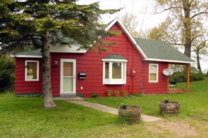Park Point, Pet friendly 'little red house'