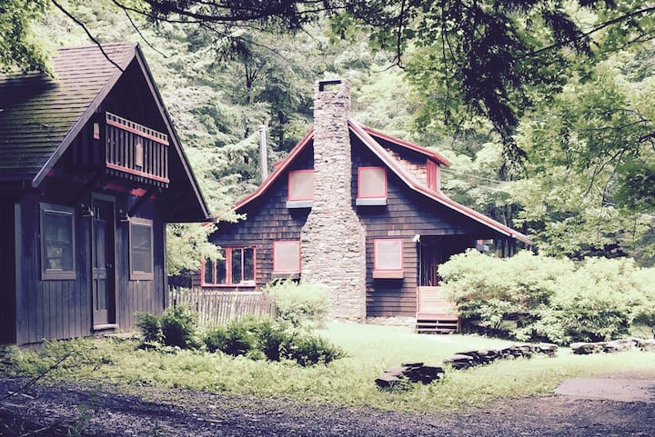 Arts & Crafts Cabin with Studio