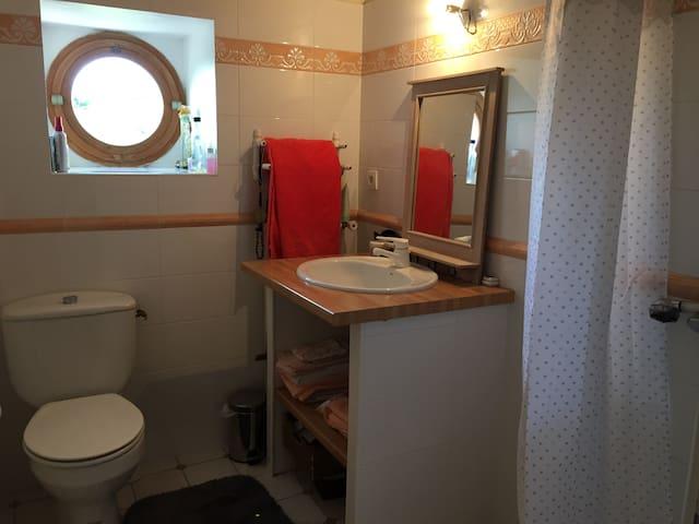 Salle de bain privative ( douche et w.c