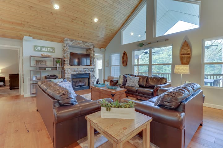 9 Bed/9 Bath Lakefront Cabin - Southern Comfort II