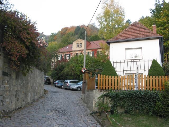 Atelierhaus Alte Wachwitzer Schule