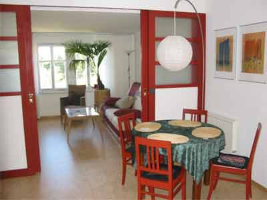 Blick von der Wohnküche ins Schlafzimmer 2