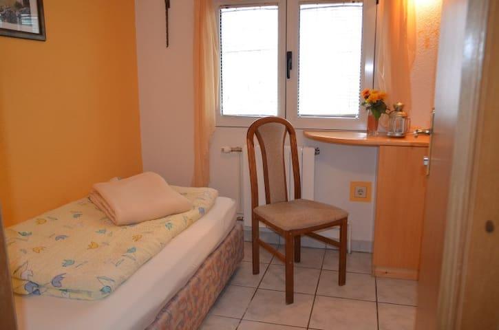 Single Room / Jelsa Center (R2)