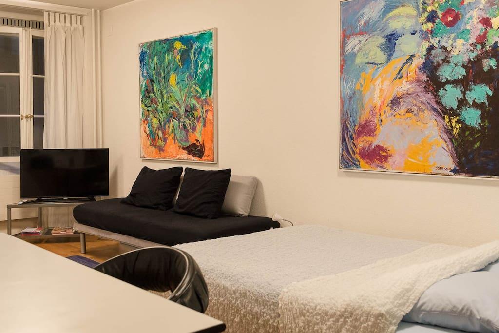 Couch als Sitzgelegenheit oder für einen Gast. TV, WLAN