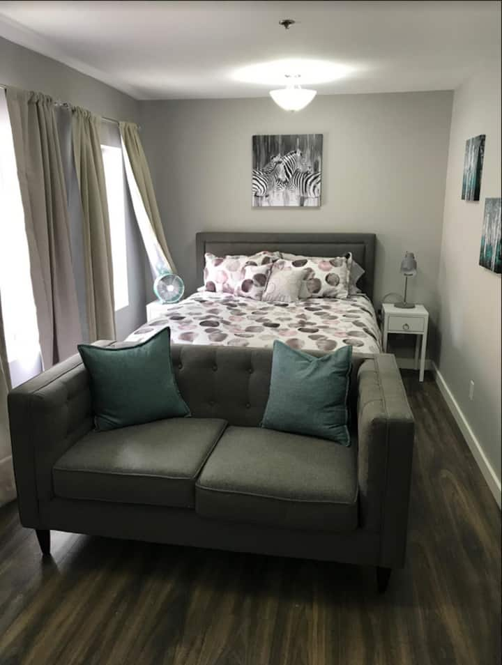 Cute Budget Friendly Studio Uptown  Prince William